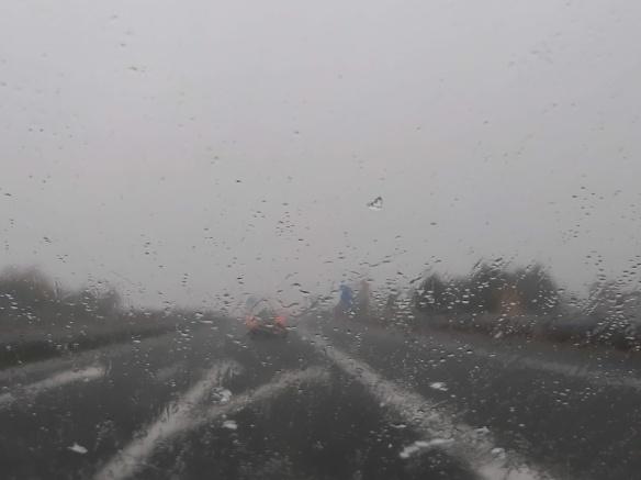 y todos lloviendo